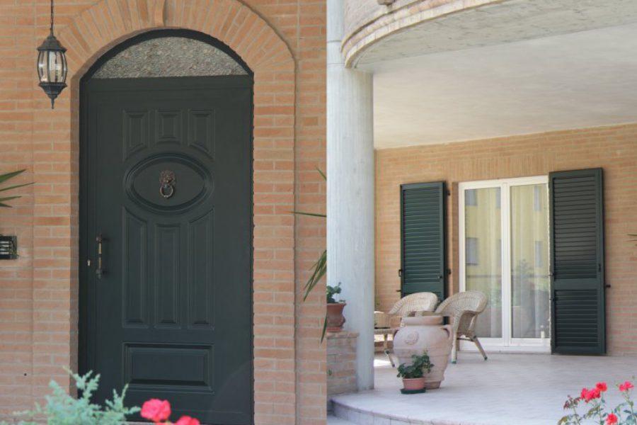 Portoncino, persiana e finestre in alluminio